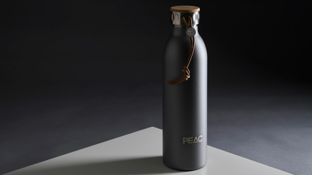 Bedruckte Trinkflasche für Finanzunternehmen PEAC